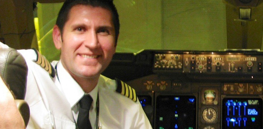 Ramón Carballo, alumno de la 4ª promoción suelto de comandante en el 747-400